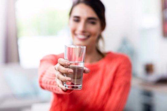 Восемь причин начать день со стакана воды