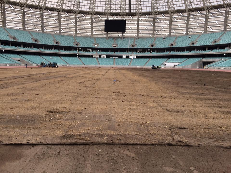 На Бакинском Олимпийском Стадионе начали менять газон – ФОТО