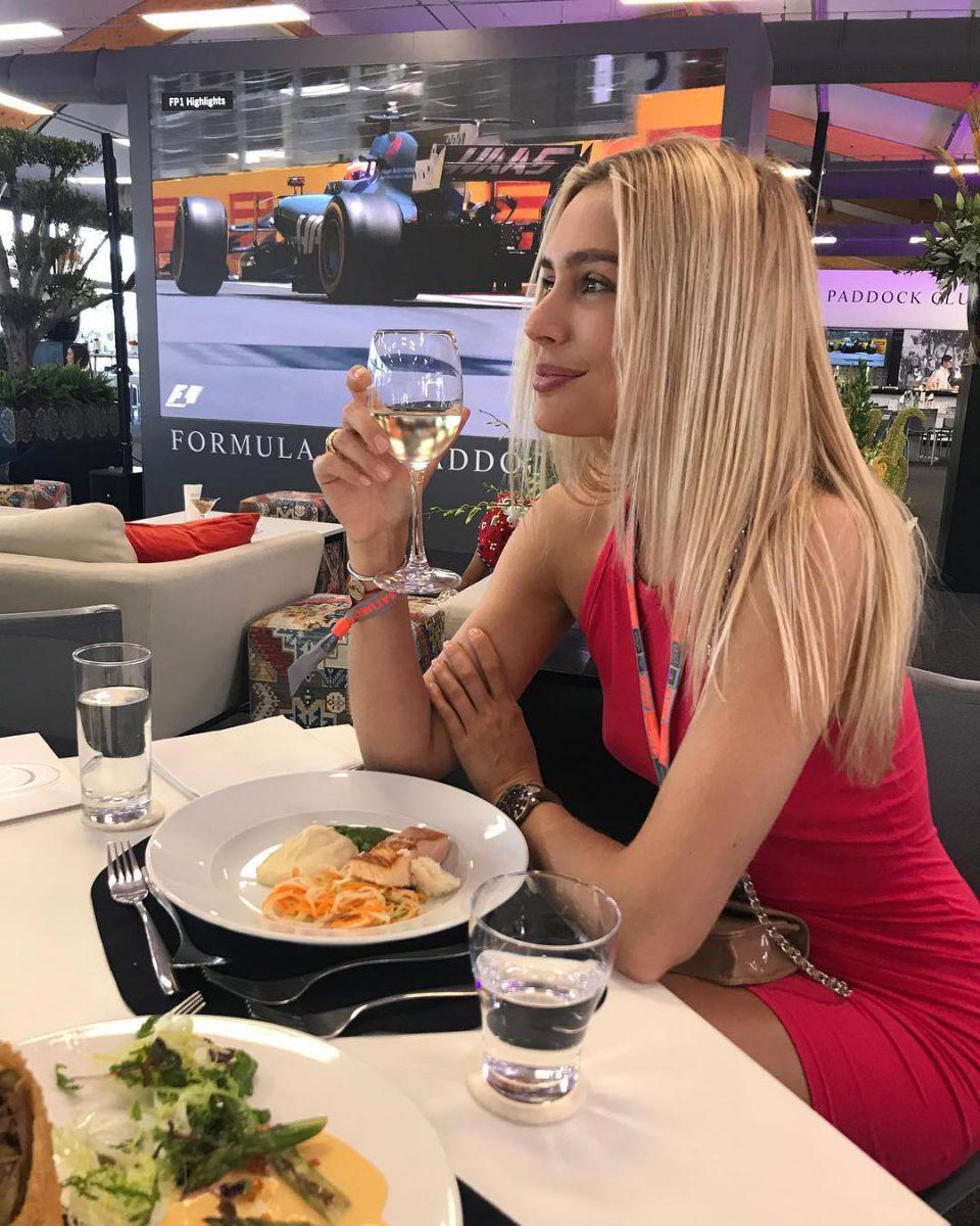 Российская актриса Наталья Рудова прогулялась по Баку – ФОТО