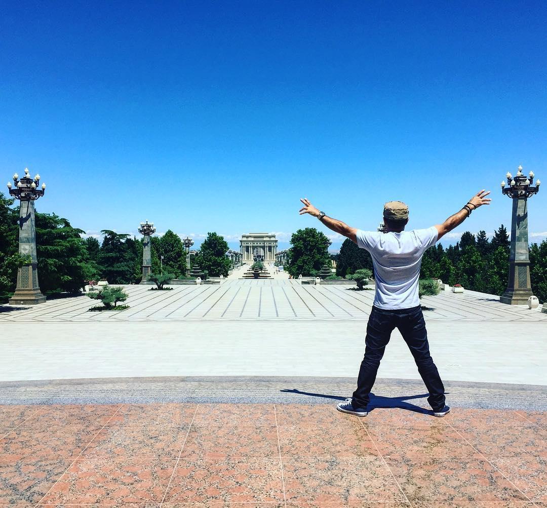 Финалист America's Got Talent Узеир Новрузов в восторге от Баку и Гянджи – ФОТО