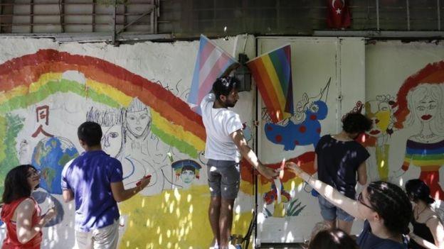Полиция в Стамбуле разогнала участников гей-прайда