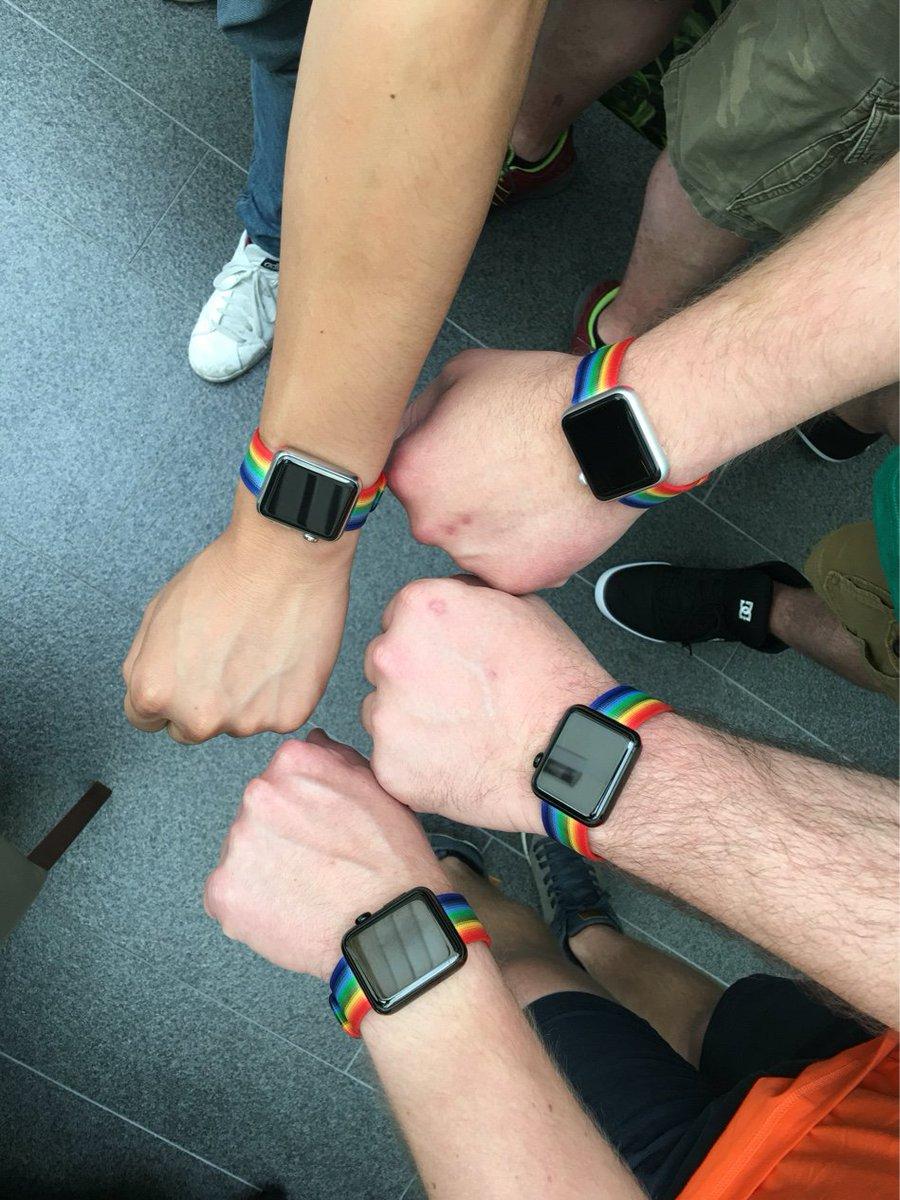 Apple поддержит геев ремешками для часов — ФОТО