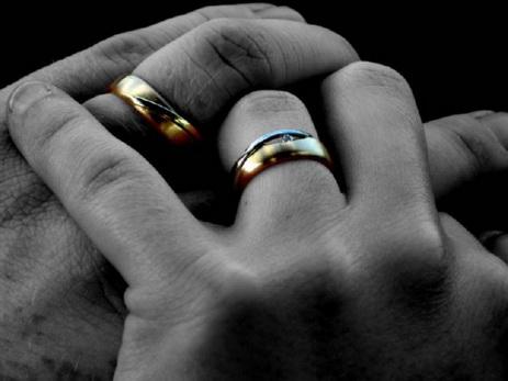 В Колумбии трое мужчин впервые вступили в брак