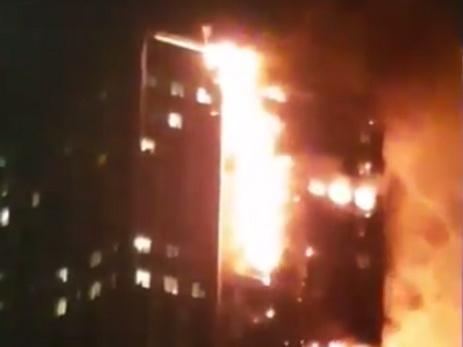 В Лондоне огнём охвачен 24-этажный жилой дом — ВИДЕО