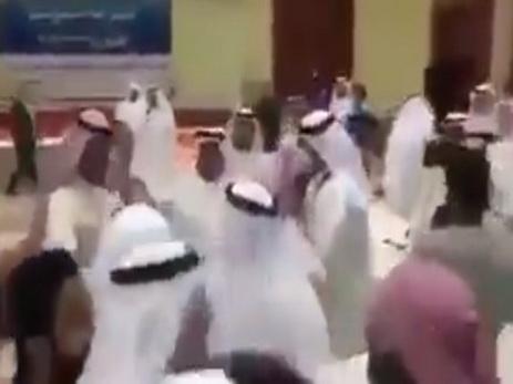 Нефтяники Катара побили коллег из Саудовской Аравии на отраслевой конференции - ВИДЕО