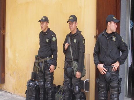 В Боготе эвакуируют популярный торговый центр после взрыва