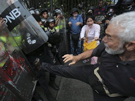 В Венесуэле убили подростка в ходе акции протеста