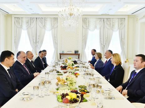 В честь Президента Молдовы дан обед — ФОТО
