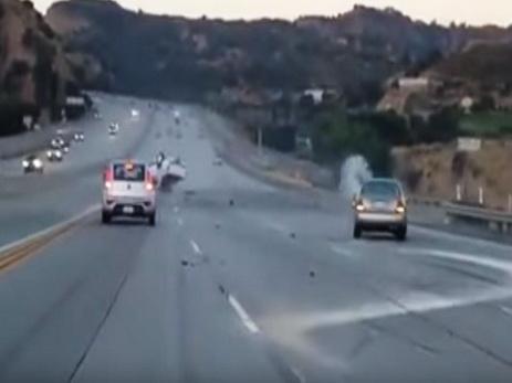 В США действия разъярённого мотоциклиста привели к серьезной аварии