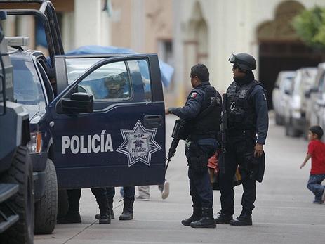 В Мексике мужчина перерезал горло бывшей девушке на глазах у посетителей ТЦ