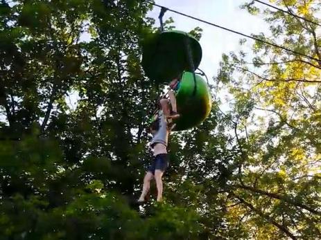 В парке аттракционов в США девочка сорвалась с высоты в семь метров