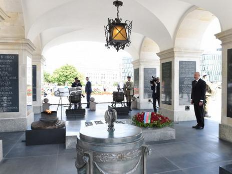 Президент Ильхам Алиев посетил памятник Неизвестному солдату в Варшаве