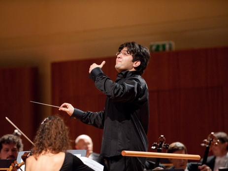 Дирижер Эйюб Гулиев представляет Азербайджан на бишкекском фестивале классической музыки «Tengri Music Festival»