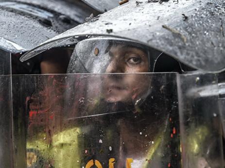 В Венесуэле нацгвардия избила трех депутатов