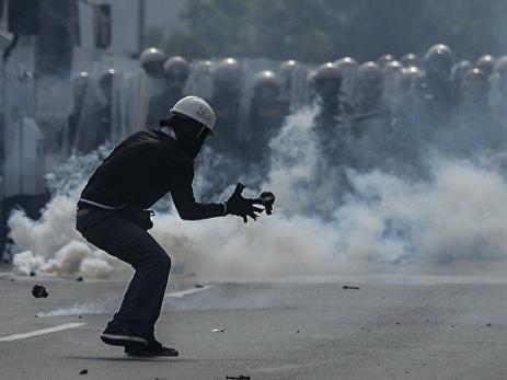 В Венесуэле полицейский вертолет атаковал здание Верховного суда - ФОТО - ВИДЕО