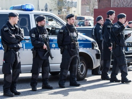 Прибывшие охранять G20 берлинские полицейские закатили секс-вечеринку с оружием