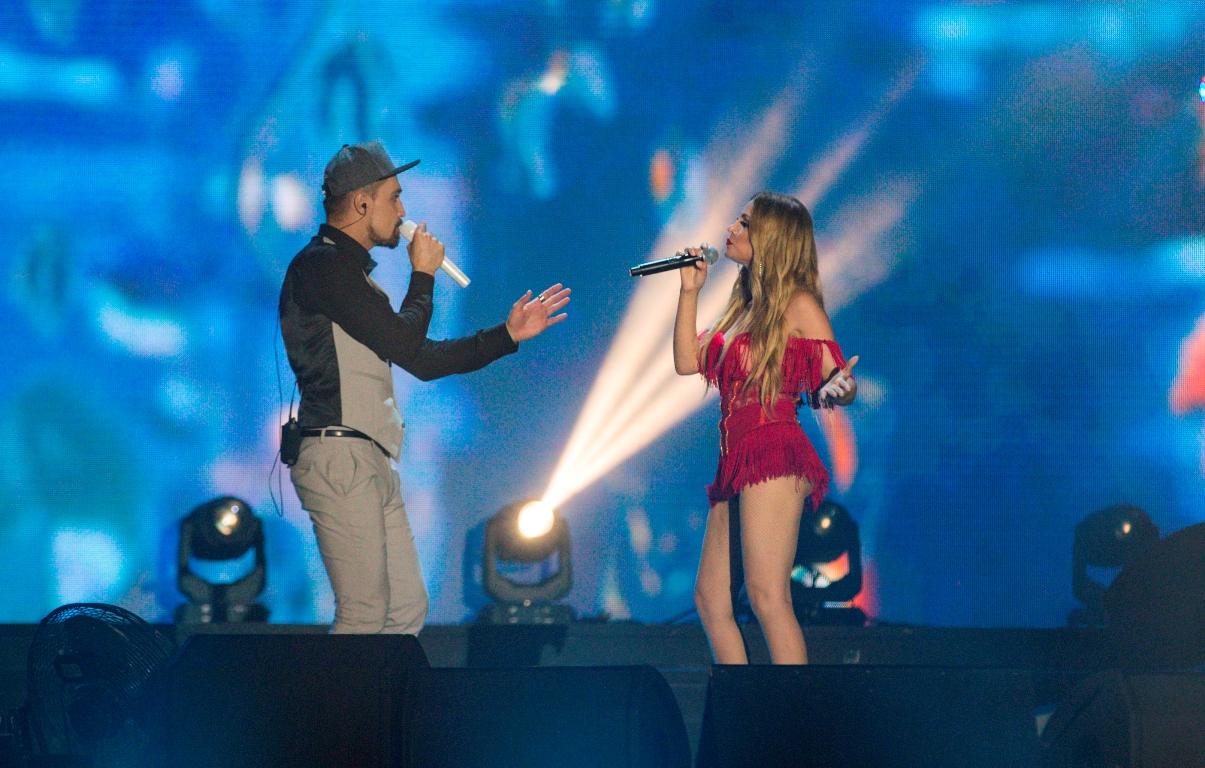 Горячий концертный номер Димы Билана и Нигяр Джамал на фестивале «Жара-2017» — ФОТО