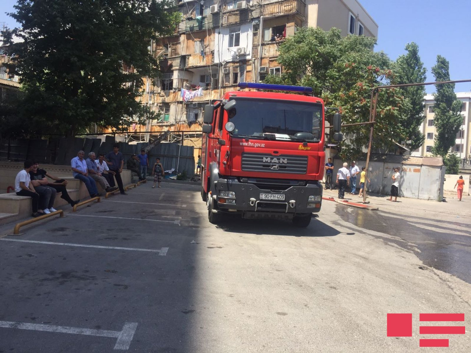 Произошел пожар в здании университета в Баку — ФОТО