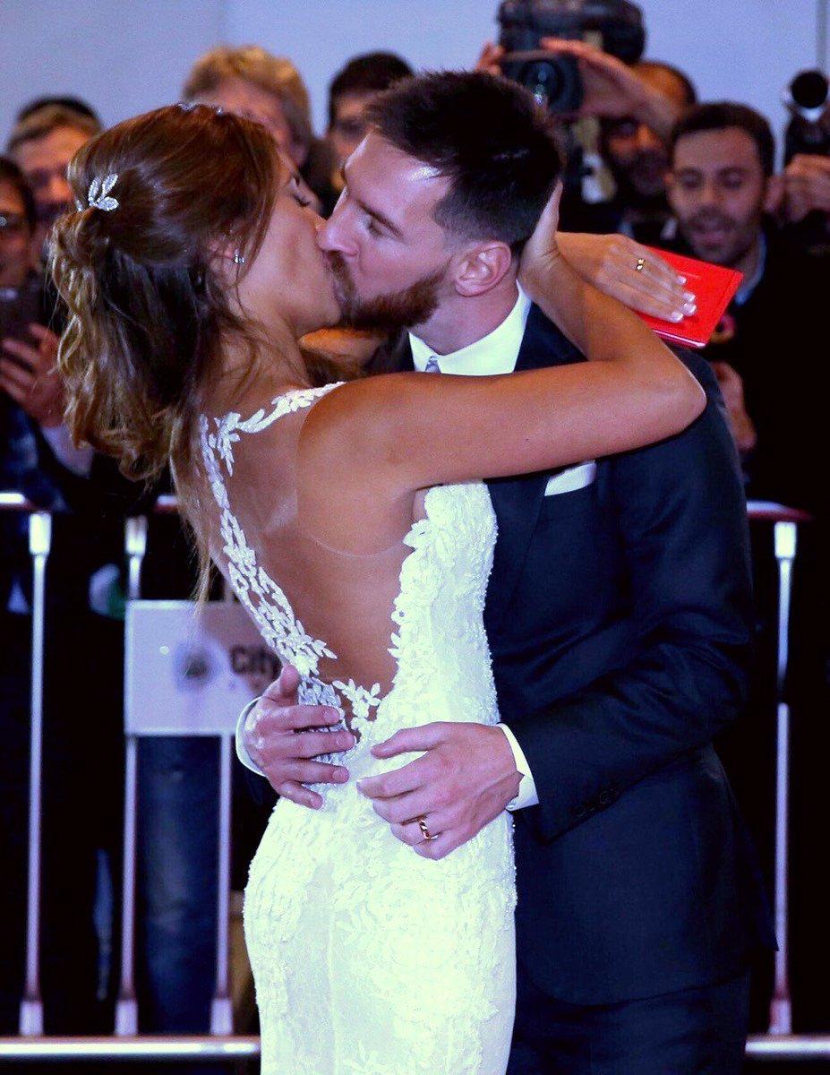Мать Лионеля Месси испортила настроение его невесте, надев на свадьбу сына почти такое же платье
