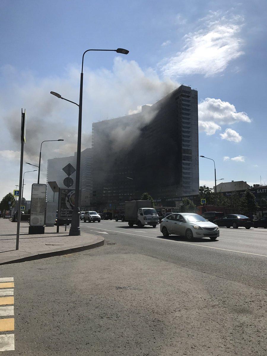 На Новом Арбате вспыхнуло одно из зданий-«книжек» — ФОТО — ВИДЕО