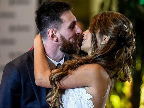 Звезда мирового футбола Месси женился на подруге детства