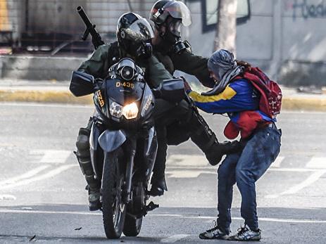 В Венесуэле два человека убиты в ходе протестов