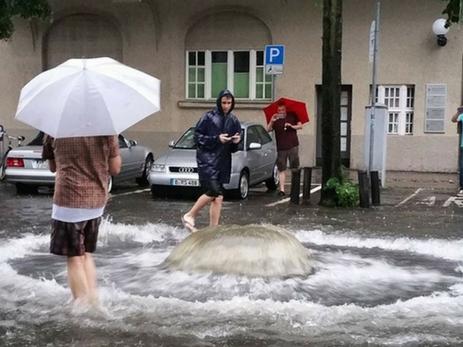 Сильные дожди парализовали движение в Берлине