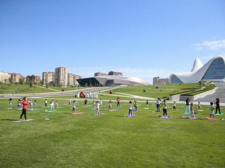 Танго-шоу и урок спорта в парке Центра Гейдара Алиева