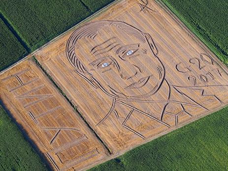 Итальянский фермер трактором «нарисовал» на поле портрет Путина — ВИДЕО