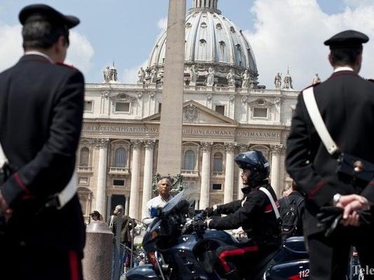 В Ватикане полиция сорвала гей-оргию с наркотиками в доме секретаря кардинала
