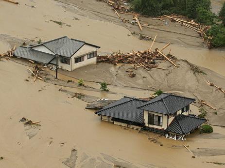 В Японии ливни стали причиной гибели шести человек
