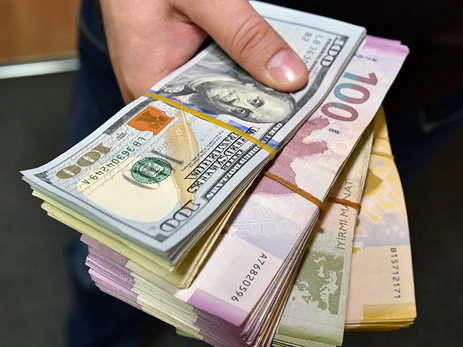 Манат продолжает укрепляться к доллару