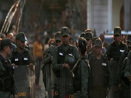 В Венесуэле еще один человек убит и трое ранены во время протестов