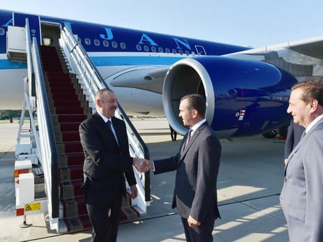 Президент Ильхам Алиев прибыл с рабочим визитом в Россию