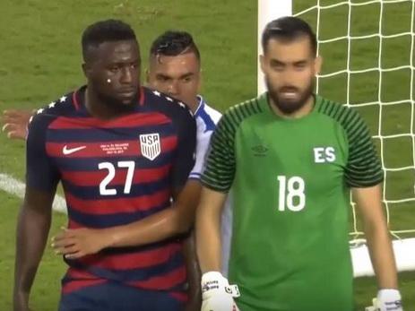 Футболисты Сальвадора покусали игроков сборной США — ВИДЕО