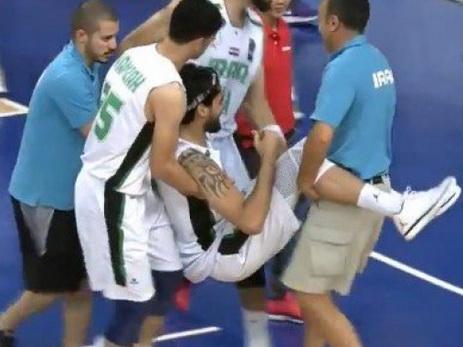 Игрок сборной Ирака сломал ногу, поддавшись на финт соперника — ВИДЕО