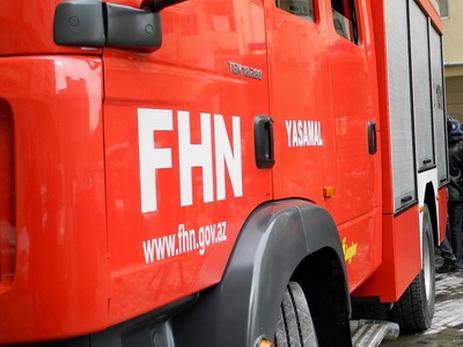 В Баку в здании произошел пожар, трое спасены, еще 20 эвакуированы