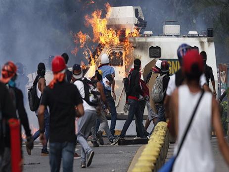 Число жертв протестов в Венесуэле превысило 100 человек