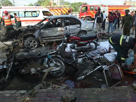 Жертвами взрыва бомбы на дороге в Пакистане стали четыре человека