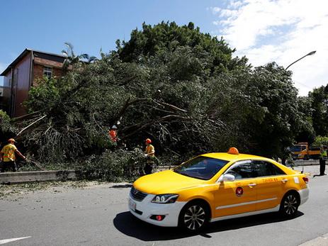 Число пострадавших от тайфуна на Тайване превысило сто человек