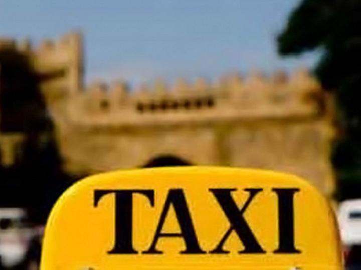 В Баку водитель такси назойливо пытался познакомиться с клиенткой – ФОТО