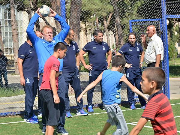 Футболисты сборной Азербайджана посетили детскую школу-интернат - ФОТО