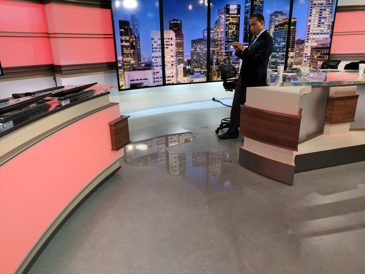Студию техасского телеканала затопило из-за урагана «Харви» - ФОТО - ВИДЕО
