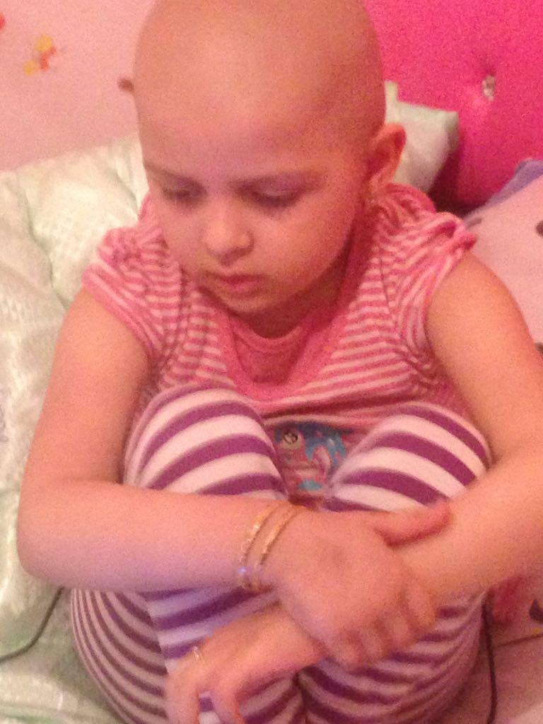 У Наили Нагиевой – рак костного мозга. Ей срочно нужна помощь