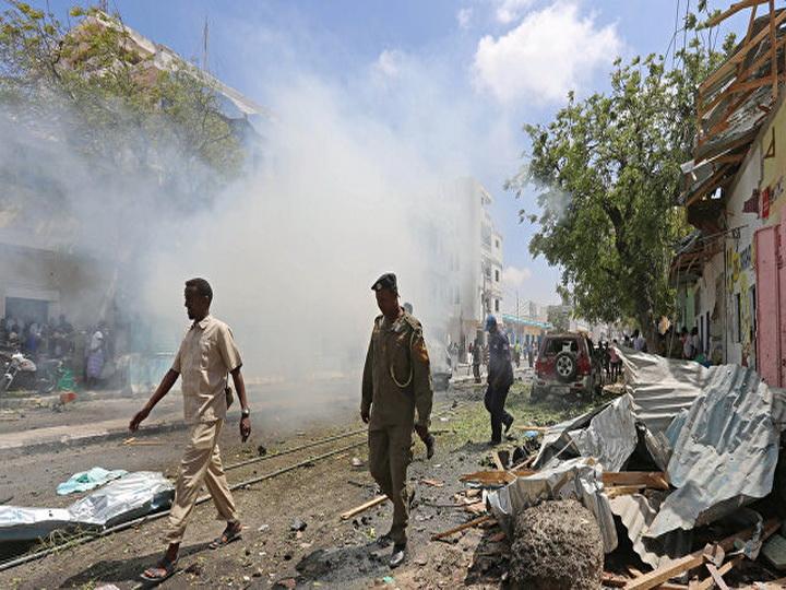 СМИ: не менее 17 человек пострадали в результате атаки смертника в Сомали