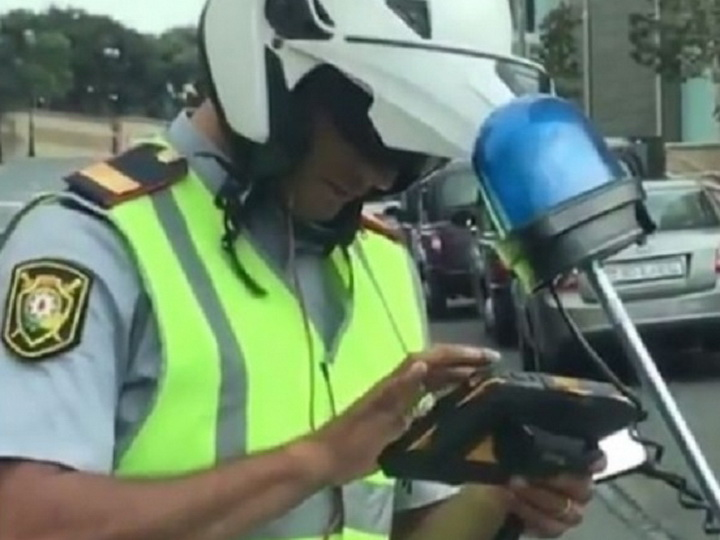 Дорожная полиция подает в суд на женщину-водителя, заявившую, что инспектор хотел с ней познакомиться – ВИДЕО