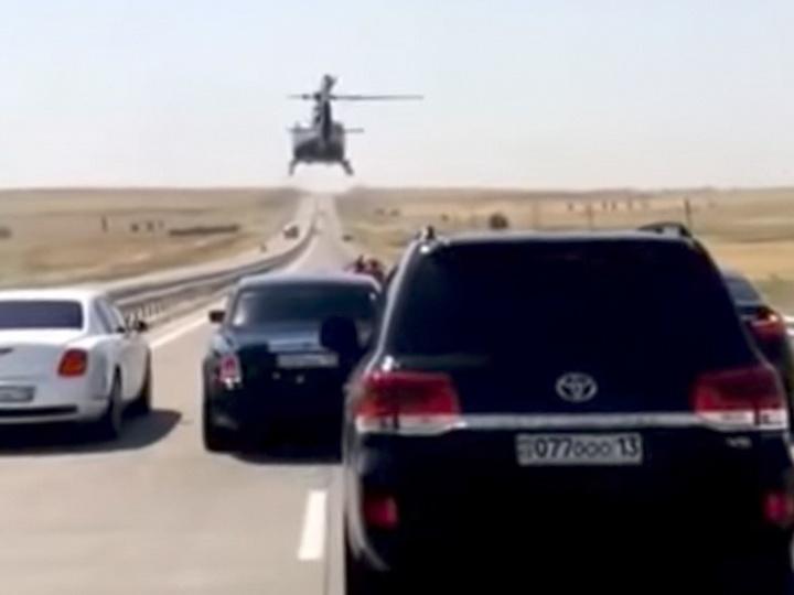 В Казахстане вертолет сопроводил свадебный кортеж - ВИДЕО