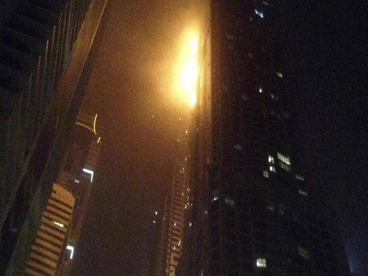 В Дубае горит одна из высочайших башен в мире — ВИДЕО