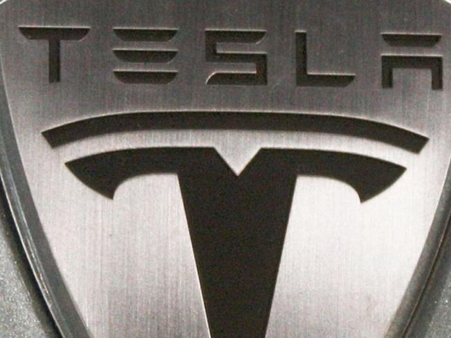 Tesla протестирует электромобили-грузовики на автопилоте