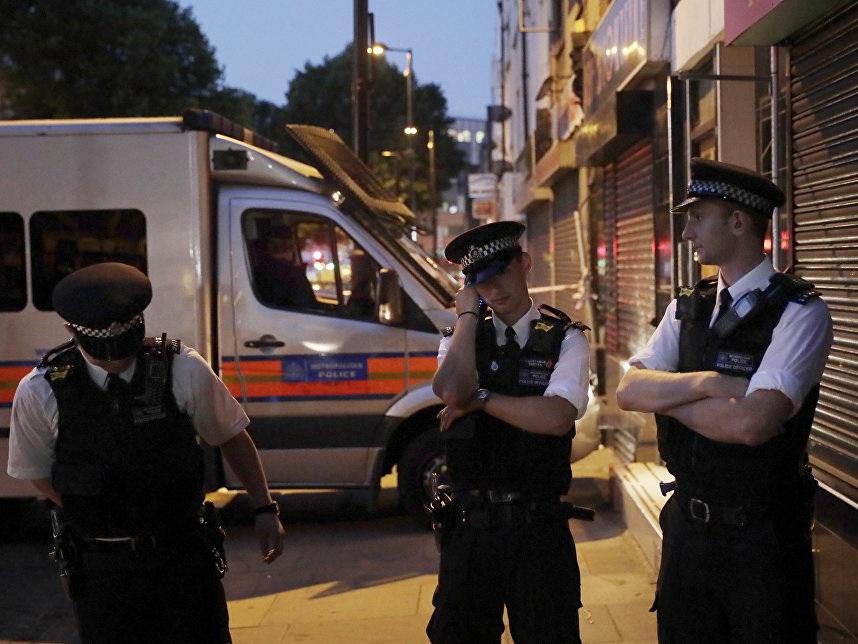 В Лондоне три человека пострадали из-за конверта с подозрительным порошком